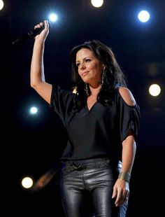 Sara Evans . . . . great voice and great style!
