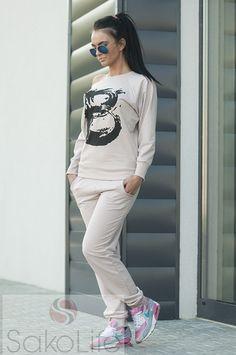 Dres wykonany z najwyższej jakości bawełny. Bluza wykończona ściągaczami. Spodnie posiadają kieszenie i ściągacze na nogawkach.  sakolife.pl