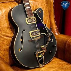The elegant #dangelico #EX175 from @dangelicony and @stalach #guitar #hollowbodyhumpday #studio33guitar