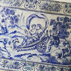 The Art of Storytelling through Glazed Tiles (or Azulejos in Portuguese). The use of azulejos in Portugal always had a major importance for insulation reasons, as well as decorative, but mainly to keep one's spirit entertained and informed (an early way of edutainment). With a big percentage of illiteracy and no TV, what better way to tell stories? 😄 But why the use of blue and white tones only? Simplicity, mainly. #storytellingthroughazulejos #lisbontailoredtours #lisbonwithpats