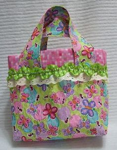 be the thread: little girl's play purse – tutorial! Diy Bags Purses, Fabric Purses, Fabric Bags, Sewing For Kids, Baby Sewing, Free Sewing, Quilted Purse Patterns, Bag Patterns, Childrens Purses