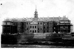 Stavba Olivovny před dokončením v roce 1896
