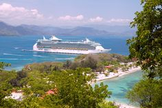 Freedom of the Seas vor einer traumhaften Kulisse in Labadee. http://www.royalcaribbean.de/schiffe/freedom-of-the-seas.htm