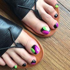 Feet Nail Design, Nail Salon Design, Toe Nail Designs, Mens Nails, Hair Salon Interior, American Nails, Tribal Nails, Pretty Nail Art, Glam Nails