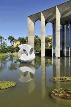 ministério das relações exteriores da brasil, brasília, garden by Roberto Burle Marx