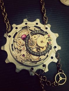 Steampunk pendant -  Closeup