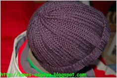 Gorro básico tejido a dos agujas | Manualidades Knitting Projects, Knitting Patterns, Knitted Hats, Crochet Hats, Little Gifts, Booty, Crafts, Diy, Html