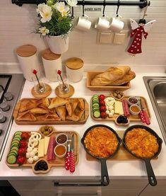 Breakfast Presentation, Food Presentation, Breakfast Table Setting, Breakfast Buffet, Party Food Platters, Food Displays, Food Decoration, Food Goals, Aesthetic Food