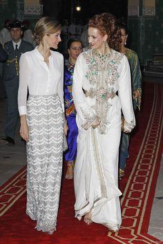 La Reina Letizia con la Princesa Lalla de Marruecos vestidas para la cena…