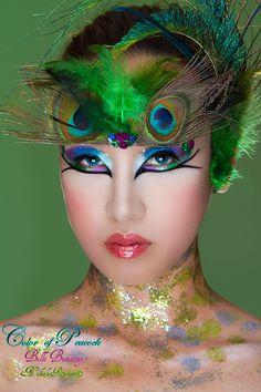 peacock make up Witch Makeup, Fairy Makeup, Mask Makeup, Make Up Art, Eye Make Up, Maquillage Halloween, Halloween Face Makeup, Pfau Make-up, Peacock Makeup