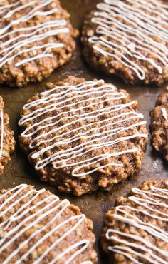 Clean-Eating Cinnamon Roll Cookies -- just 97 calories, but these skinny cookies don't taste healthy at all! You'll never need another oatmeal cookie recipe again! Cinnamon Roll Cookies, Cinnamon Oatmeal, Healthy Cookies, Oatmeal Cookies, Baked Oatmeal, Cinnamon Rolls, Sugar Cookies, Clean Eating Desserts, Köstliche Desserts