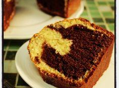Bolo frap� de liquidificador (bolo bicolor de coco e chocolate) - Veja mais em: http://www.cybercook.com.br/receita-de-bolo-frape-de-liquidificador-bolo-bicolor-de-coco-e-chocolate.html?codigo=105750