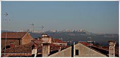 Über den Dächern von Venedig, der Blick auf die Dolomiten #EssenReisenLeben #Venedig #Venice #Venezia #Italien #Dolomiten #Panorama #November #Lagune #Serenissima