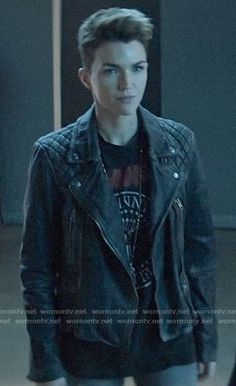 Kate's leather jacket and Ramones t-shirt on Batwoman - Modern