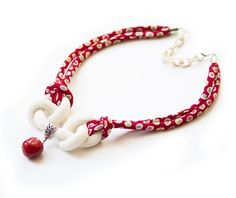 NECKLACE for woman with silk chirimen cords and infinity knot  in white cream and red with coloured dots di bussolacreazioni su Etsy