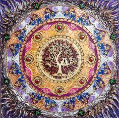 Мандала «Древо ЛЮБВИ» Гармонизирует пространство и улучшает его энергетику. Означает природный динамический рост и развитие, возобновление и цикличность жизни, опору вселенной и связь между небом и землей. Гармонизирует отношения между мужчиной и женщиной. Древо - это символ физической и моральной силы и красоты, единства семьи и духовности. Мандала «Дерево ЛЮБВИ» в квартире - укрепляет и гармонизирует отношения в семье. Создает и увеличивает взаимопонимание, уважение и любовь в браке.
