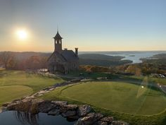 Top of the Rock Branson Missouri. Bass Pro Shop owner built this chapel for his daughters wedding. Beautiful resort on the MO/AR border. Table Rock Lake in back. Air Travel Tips, Travel Tips For Europe, Top Travel Destinations, Us Travel, Bass Pro Shop, Branson Missouri, Table Rock, Chapel Wedding, Travel Inspiration