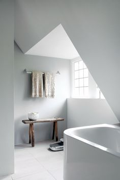 Bathroom inside a remodelled 1930's villa  / Remy Meijers