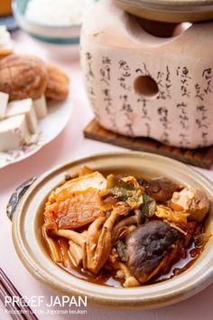 Japanse stoofpot met kimchi en tofu (kimchi to tofu nabe) | Proef Japan Kimchi, Tofu, Food Japan, Foodies, Dinner Recipes, Meals, Food Items, Supper Recipes