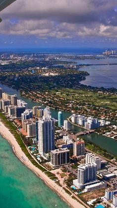 miami_city_flight_view_from_the_height_of_ocean