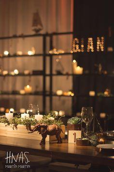 bar mitzvah, ambientación, cumpleaños de varón, celebración judía, decor, birthday boy, Jewish celebration, guirnalda de luces luces, mesa principal, mesa de madera, wood table, sillas tiffany de madera oscura, tiffany chair wood
