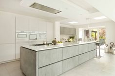 Expert advice from designer Graham Robinson of Halcyon Interiors, The ALNO Store on how to create a stylish yet functional, family friendly kitchen design Alno Kitchen, Handleless Kitchen, New Kitchen, Kitchen Storage, Kitchen Appliances, Kitchen Worktop, Open Plan Kitchen Living Room, Kitchen On A Budget, Kitchen Ideas