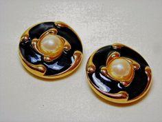 St. John Pearl Black Earrings Clip #StJohn