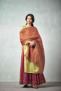 Good Earth brings you luxury design crafted by hand, inspired by nature and enchanted by history, celebrating India's rich history and culture through original, handcrafted products. Dress Indian Style, Indian Dresses, Indian Outfits, Indian Clothes, Indian Attire, Indian Wear, Indian Bridal Sarees, Rajputi Dress, Kurti Embroidery Design