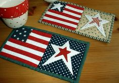 Red, White and Blue mug rug ~ The Patchsmith Add borders and make placemats to match Table Runner. Small Quilt Projects, Quilting Projects, Sewing Projects, Sewing Ideas, Quilting Ideas, Patriotic Quilts, Patriotic Crafts, Small Quilts, Mini Quilts