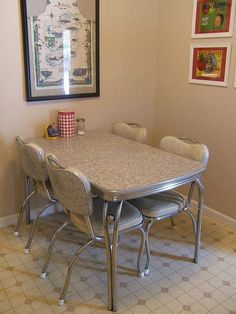 Chrome dinette ~ gray cracked ice