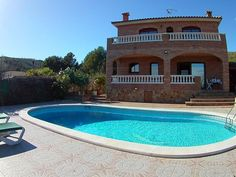 5 Bedroom home in El Vendrell to rent from £962 pw, with a private pool. With TV.