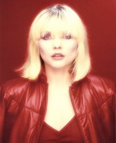 American songwriter actress and former lead singer of Blondie Debbie Harry on November 1980 Blondie Debbie Harry, Foto Art, Famous Women, Famous People, Color Photography, Celebs, Actresses, Lady, Andy Warhol