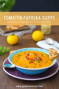 Aromatische Tomaten-Paprika-Suppe. Einfach zuzubereiten und das perfekte Essen, um sich den Sommer auf den Teller zu holen. Schmeckt warm und kalt.