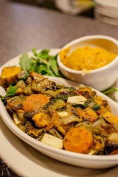 (Cambridge, MA) Veggie Galaxy: #Vegan Vegetable Pot Pie: Roasted seasoned vegetables, housed smoke tofu, mushroom gravy, tarragon basil pesto served with sweet potato mash and arugula & tomato salad