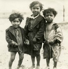 vintage everyday: 46 Dramatic Vintage Photos That Capture Everyday Life of Gypsies of Western Europe From Between the and Vintage Children Photos, Vintage Pictures, Dramatic Photos, Gypsy Life, Vintage Photographs, Beautiful Children, Old Photos, Westerns, People