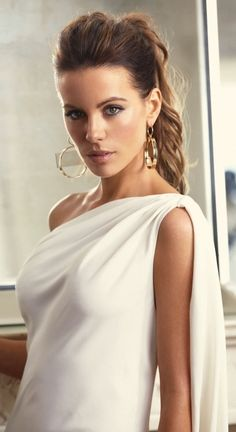 Kate Beckinsale---I am so in love with this woman. PROMOTIONS Real Techniques brushes makeup -$10 http://youtu.be/0Hm_BVy1UOQ #hair #hairwomen