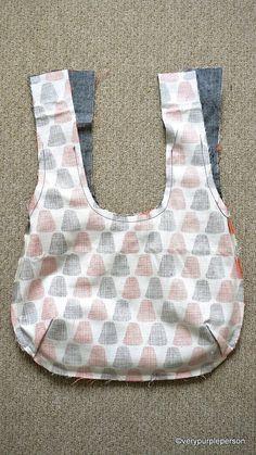 Making reversible bag – Schnittmuster Diy Handbag, Diy Purse, Handbag Tutorial, Sewing Hacks, Sewing Crafts, Sewing Projects, Bag Patterns To Sew, Sewing Patterns, Blue Jean Purses