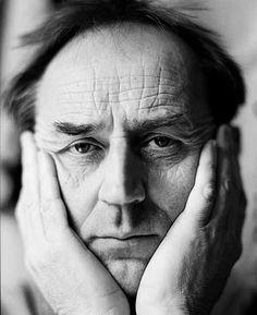 Heinrich Reisenbauer (*1938), fotografiert 1993. #artbrut #gugging Foto (c) Martin Vukovits Art Brut, Lee Jeffries, People, Pictures, People Illustration, Folk