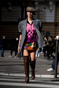 The Best Street Style Looks From Paris Fashion Week Fall 2020 Cool Street Fashion, Paris Fashion, Fashion Photo, Autumn Street Style, Street Style Looks, French Brands, People Sitting, Style Snaps, Style Inspiration