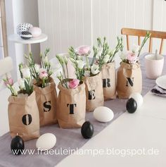 About the new Easter decorations and the chaos inherent in each article (Miss Lamp) - Decor is life Spring Decoration, Decoration Table, Easter Brunch, Easter Party, Hoppy Easter, Easter Eggs, About Easter, Diy Ostern, Easter Holidays