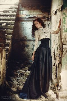 modern victorian wear-abandoned done in a beautiful way, love that dress!