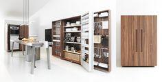 Le système de cuisine compact: table de travail, armoire-coffre et armoire à appareils
