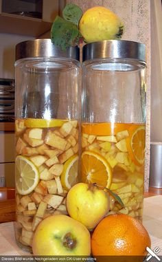Quince liqueur from ritel Shake Recipes, Milk Recipes, Quince Recipes, Vegan Cinnamon Rolls, Homemade Liquor, Vegan Banana Bread, Party Buffet, Vegetable Drinks, Healthy Eating Tips
