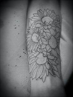 Proof that outlines can look good on their own... sunflower tattoo outline