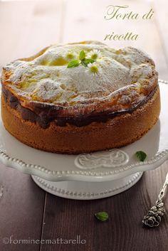 Ho il periodo delle torte semplici e veloci come quelle delle nonne! che stia invecchiando? chissà.Questa torta semplice e veloce molto buona specialmente se usi una ricotta di buona qualità.Ingredientiper uno stampo di cm. 20 di diametro210 gr. di farina80 gr. di burro120 gr. di zucchero2 uova50 ml