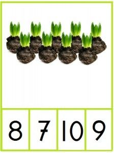 Knijpkaarten cijfers 1 t/m 10 met bloembollen.  Tel de bloembollen en maak de knijper vast aan het juiste cijfer - jufanja.eu Easter Crafts, Crafts For Kids, Math Groups, Preschool Learning Activities, Spring Theme, School Themes, Little Pumpkin, Plantation, Flower Crafts
