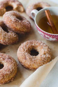 Apple Discover The Most Amazing Baked Apple Cider Donuts - Pretty. The Most Amazing Baked Apple Cider Donuts - Pretty. Baked Donut Recipes, Apple Recipes, Fall Recipes, Baked Apple Cider Donuts, Spiced Apple Cider, Jambalaya, Beignets, Breakfast Recipes, Dessert Recipes