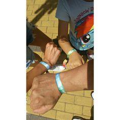 #DiaDeLaVida #DayOfLife #pulseras ayuda contra el cáncer porque nosotros #disfrutamosdelavida #Claudiasfriends #mamimehagomayor #elleblogs #Pisamonas