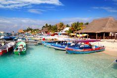 En su estadía en Cancún no puede dejar de conocer la Isla Mujeres. La mejor manera de llegar aquí es a través de uno de los tradicionales paseos en lancha. Elija hoy un hotel en Cancún, México y conozca todos los rincones de la Isla Mujeres.