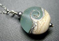 Collar océano océano onda aqua colgante collar por JewelrybyDorothy
